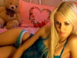 Beautiful blonde girl masturbat ... free