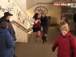 Piss: Lesbian mouthpissing at a public trainstation