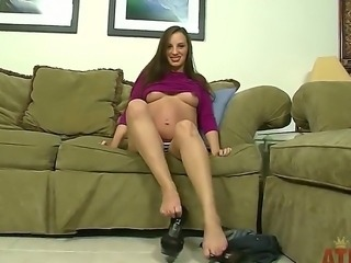 Pregnant Ashlynn enjoys fingering her shaved