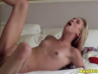 Anal loving girlfriend craves for a deep anal session