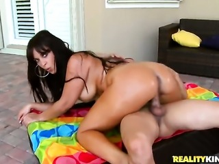 Brunette sexy makes Cris Commandos fuck stick harder before getting her mouth...