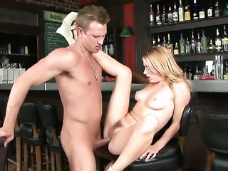 Lexi Belle sucks like it aint no thing in blowjob action with hot blooded guy