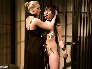 Blonde gets her lesbian cunt fingered by Kathia Nobili the way she loves it