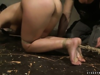 Naomie is ready to spend hours sucking mans snake non-stop