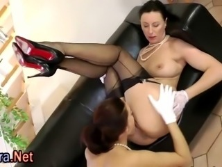 Pussy licking stockings milf sucks dick in threesome