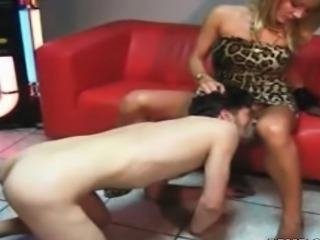 Mature guy with foot fetish cums licks pussy