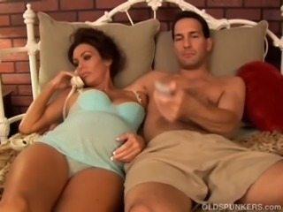 Pretty pregnant mature brunette loves the taste of cum free