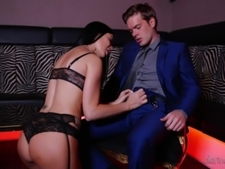 dancing in a pub leads to sex with busty milf @ the girlfriend experience