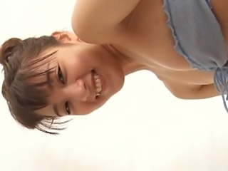 Seductive Japanese gal knows how to make a bath time fun for everyone