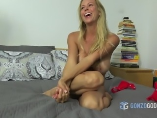 Alexis Faux wanst to surprise her boyfriend with a Sex Tape!