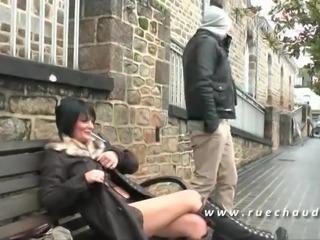 Milf cougar aux gros seins chopee en rue sodomisee en trio