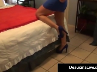 Curvy Cougar Deauxma Teases Us With Her Hot Milf Ass Cheeks!