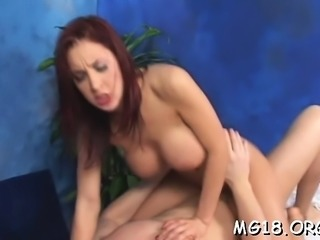 Great looking hottie knows how to turn a massage into sex