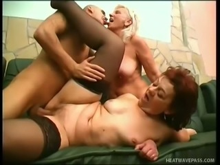 Thick mature woman Amanda finds a threesome partner who wants to join her