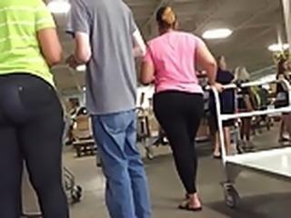 Juicy Ebony Milf Ass in Leggings