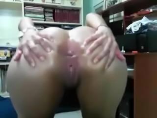 two lesbians on cam masturbate their ass