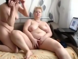 These fat slut is a nasty lesbian and she knows how to use her tongue