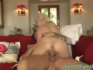 Busty cougar anally fucked after seducing guy