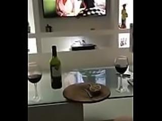 novio muestra a su esposa en vivo